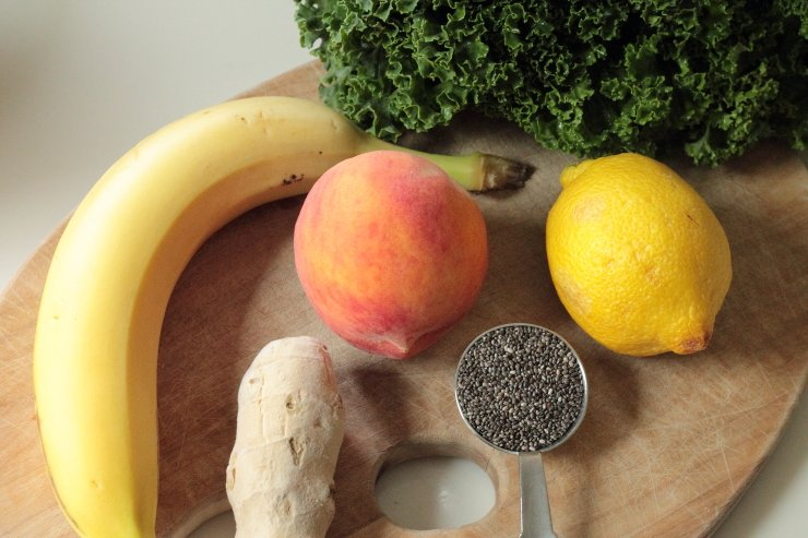 Ingredients-for-ginger-peach-and-kale-smoothie