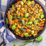 This paleo, Whole30 breakfast skillet that's packed with healthy veggies. A prefect eggless breakfast.