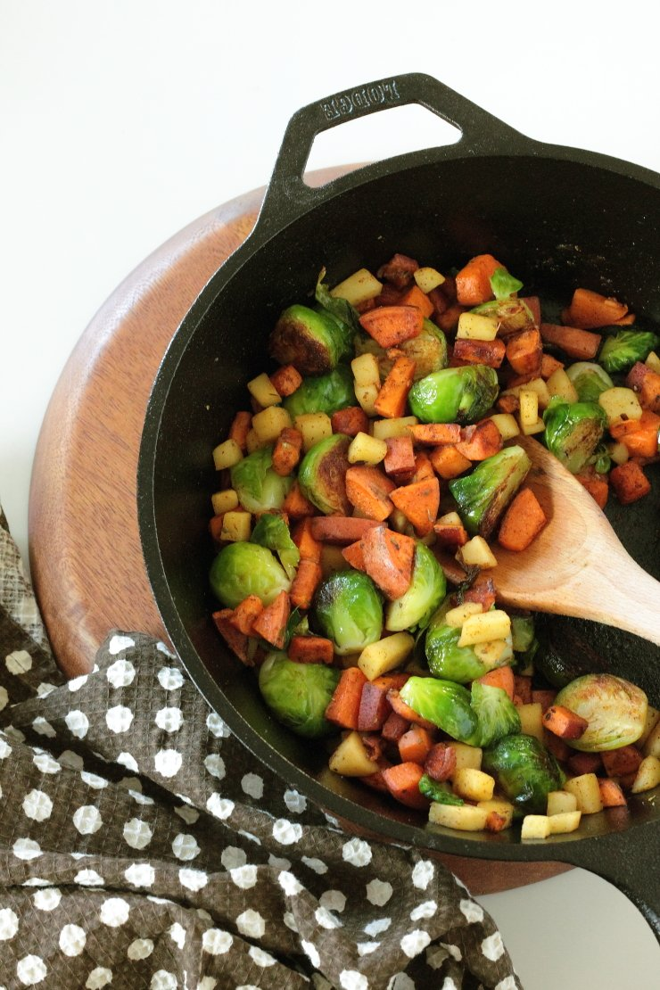 Caramelized brussels sprouts, cinnamon sweet potatoes and juicy diced apples make the ultimate healthy, delicious breakfast hash (paleo, vegan)