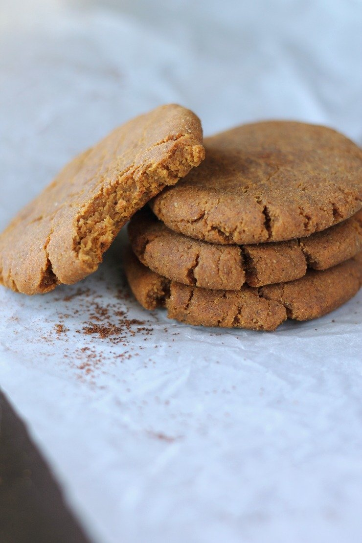 These gingerbread cookies are only 100 calories, and both Paleo and Vegan! The perfect holiday cookie