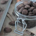 A little sweet and a little heat. These Mexican hot chocolate almonds are the perfect healthy snack!