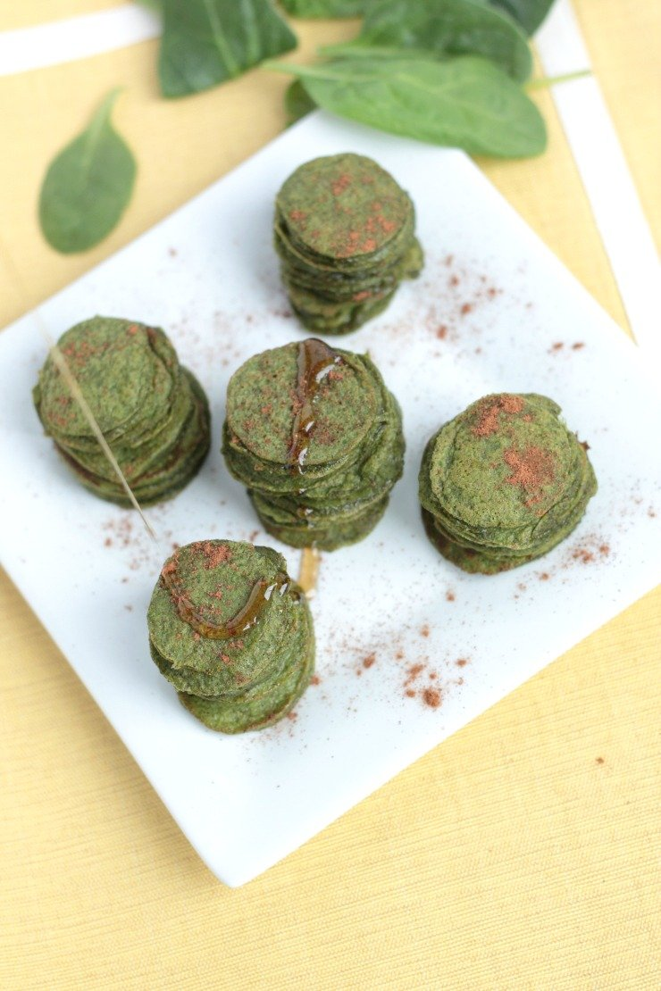 Only 10 calories each - these mini spinach flapjacks are made with ripe banana, spinach, cinnamon, and coconut flour.
