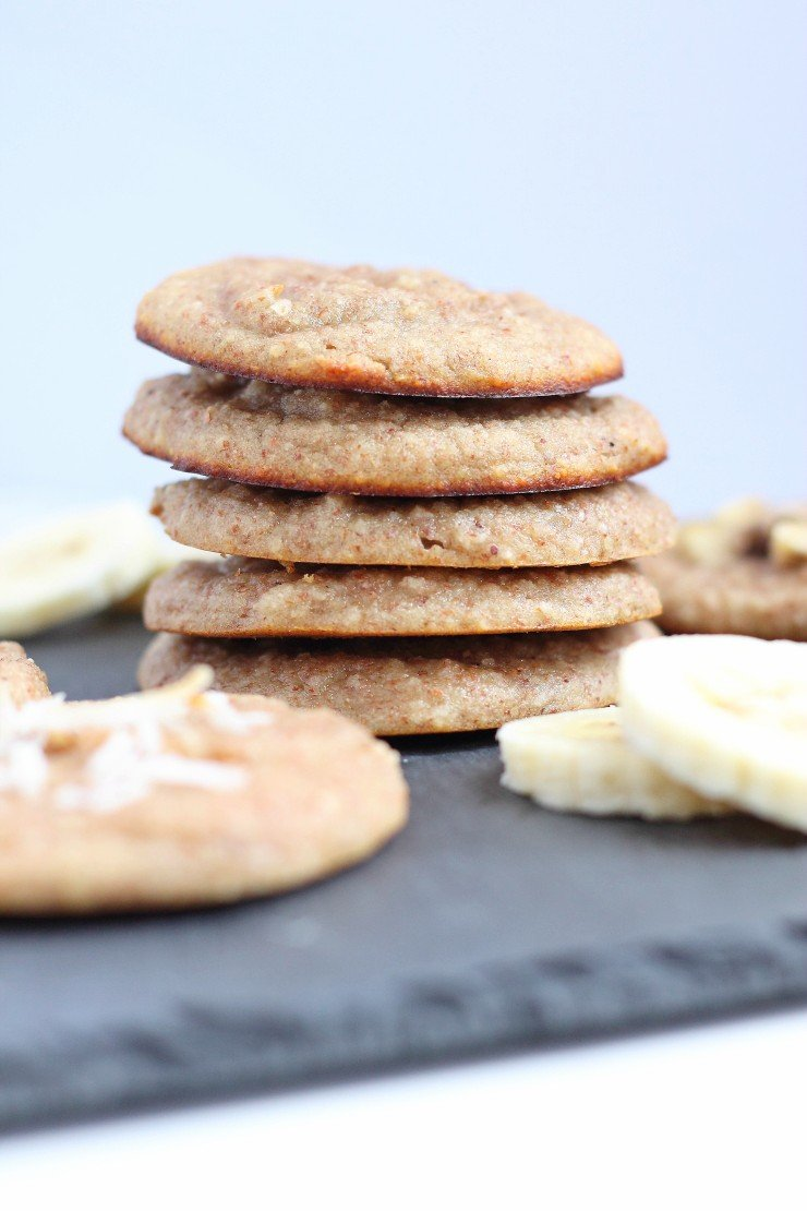 These paleo banana cream pie cookies are sweetened with only ripe banana and are incredibly soft. The perfect treat or on-the-go breakfast