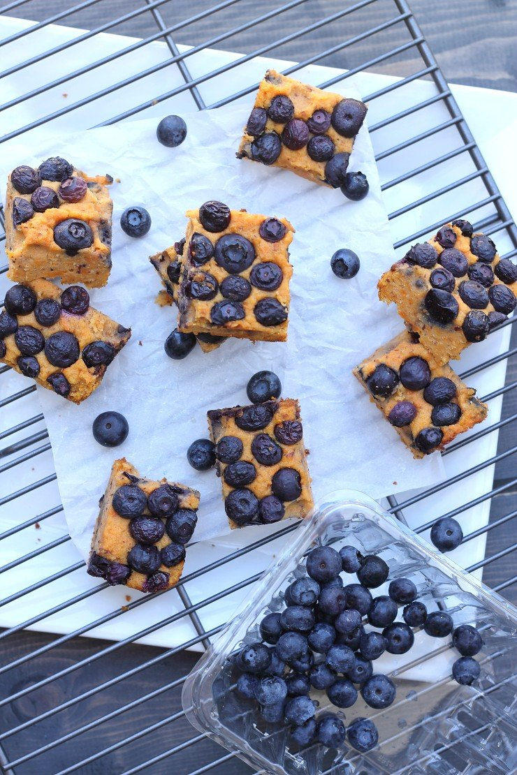 The BEST paleo breakfast bars to power your morning! Sweet potato blueberry breakfast bars are the perfect healthy a.m. treat!