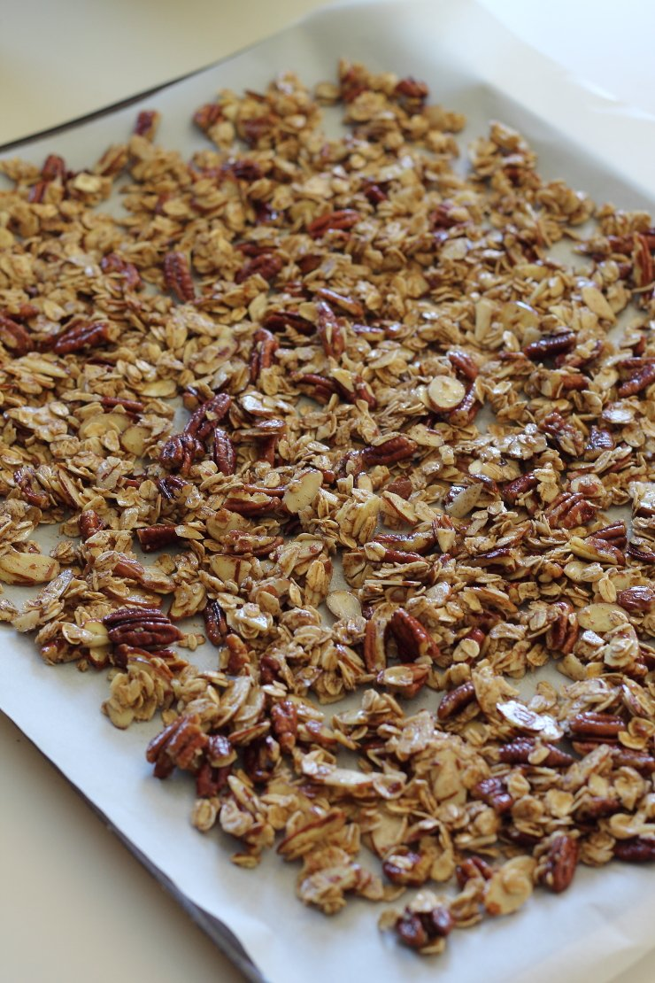 This apple pie granola only takes 30 minutes to make,. Squeaky clean and healthy - gluten free and refined sugar free!