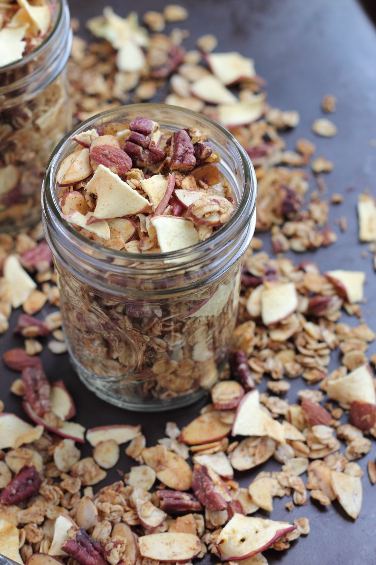 Cinnamon spiced apple is exactly what this healthy apple pie granola tastes like. The perfect clean-eating breakfast or snack!