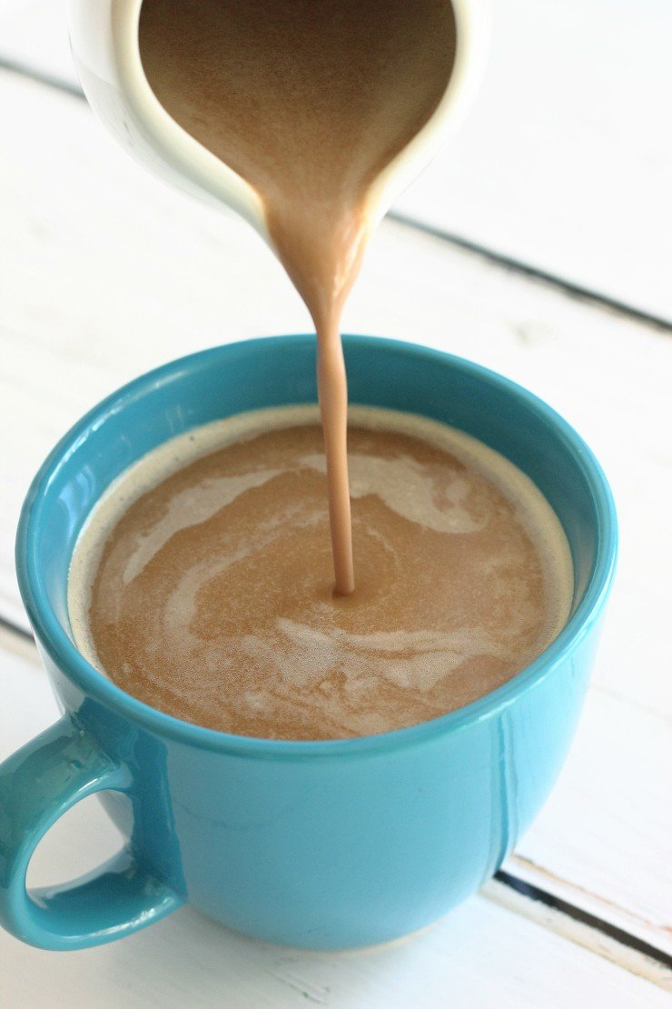 Say goodbye to conventional coffee creamers because THIS 4 ingredient vegan & paleo Snickers creamer is your new go-to!