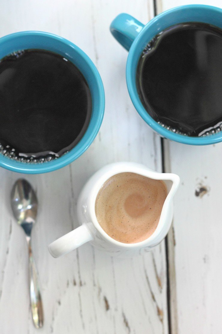 An amazing coffee creamer that is clean and healthy. Made with simple ingredients and takes only 5 minutes to whip up! Snickers coffee creamer