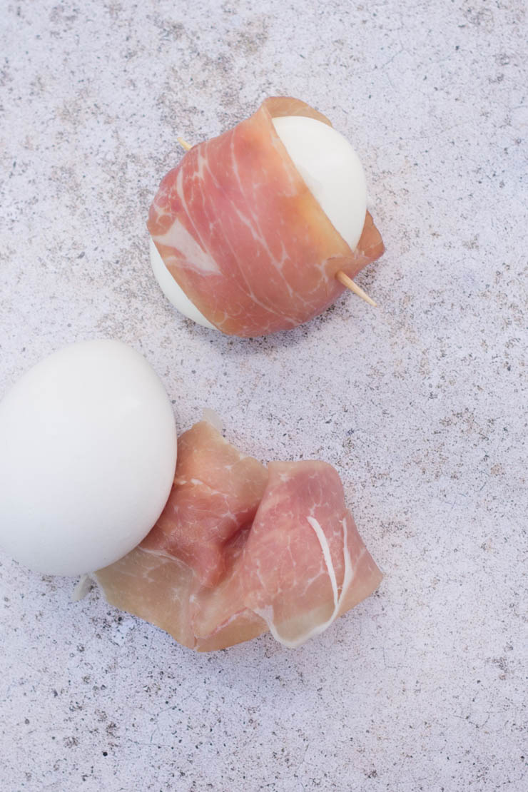 Wrapping prosciutto around a hard boiled egg will give your taste buds a major salty treat! Check this out and other hard boiled egg varieties
