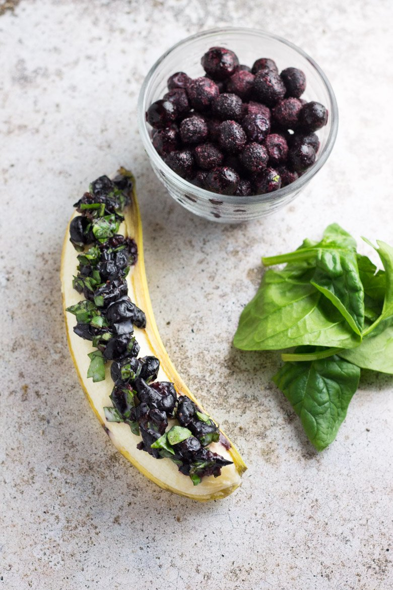 Packed with potassium, vitamin K, vitamin A, and antioxidants, this blueberry spinach breakfast banana boat is the perfect way to start the day!