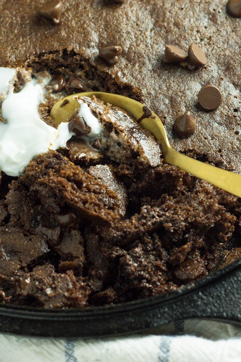 Paleo Chocolate Brownie Skillet Cake