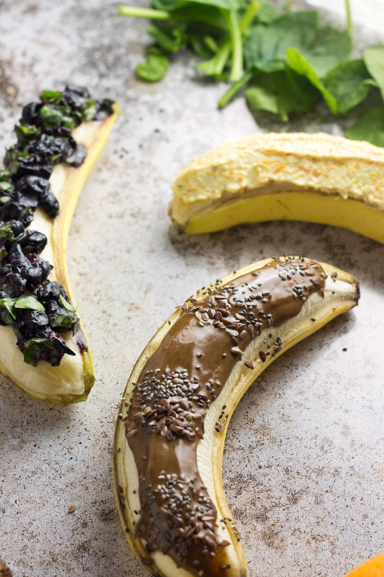 Paleo & vegan banana boats - a nutritious and easy way to snack or have breakfast on the go!