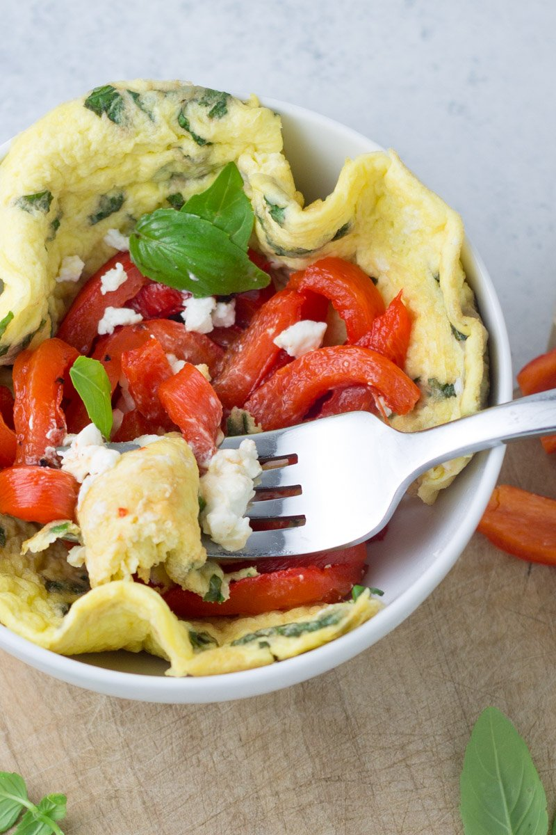 Simple, healthy, easy. This roasted red pepper and goat cheese omelette bowl is the perfect breakfast, packed with veggies, protein, and can even be made beforehand!
