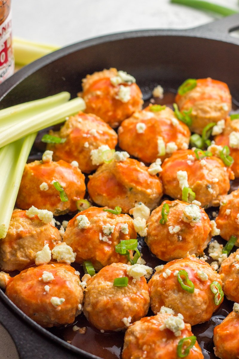 Healthy buffalo chicken meatballs made in under 30 minutes! Paleo, gluten free, Whole30