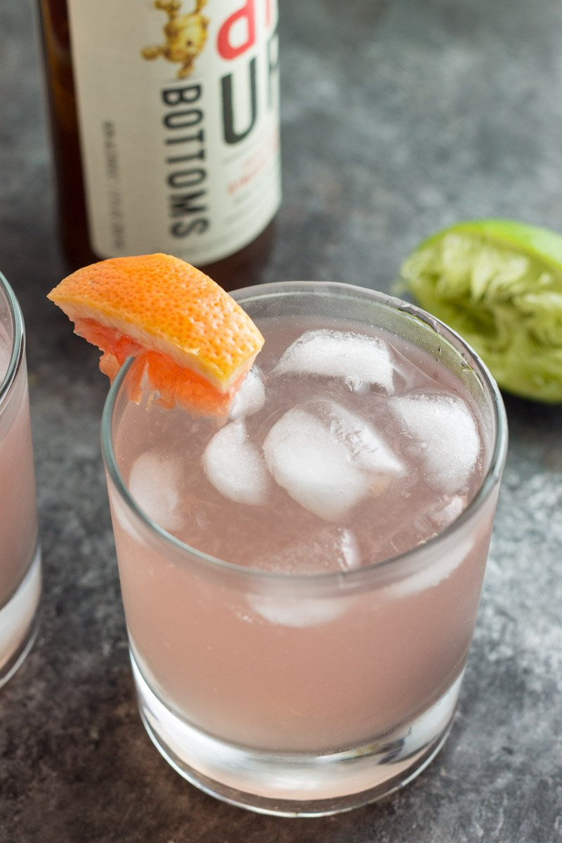 The perfect skinny summer cocktail - these grapefruit Moscow mules have less calories and less sugar, but still amazing taste!