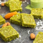 Whole30 and paleo matcha energy bites - so easy and simple. Clean ingredients and power food: matcha