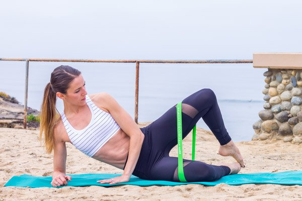Clamshells with resistance bands - the ultimate booty workout