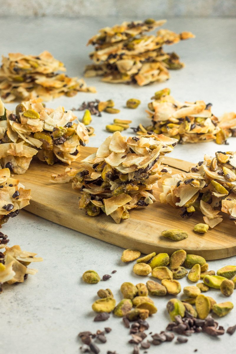 These coconut pistachio clusters with little bits of cacao nibs are the perfect healthy (paleo) snack!