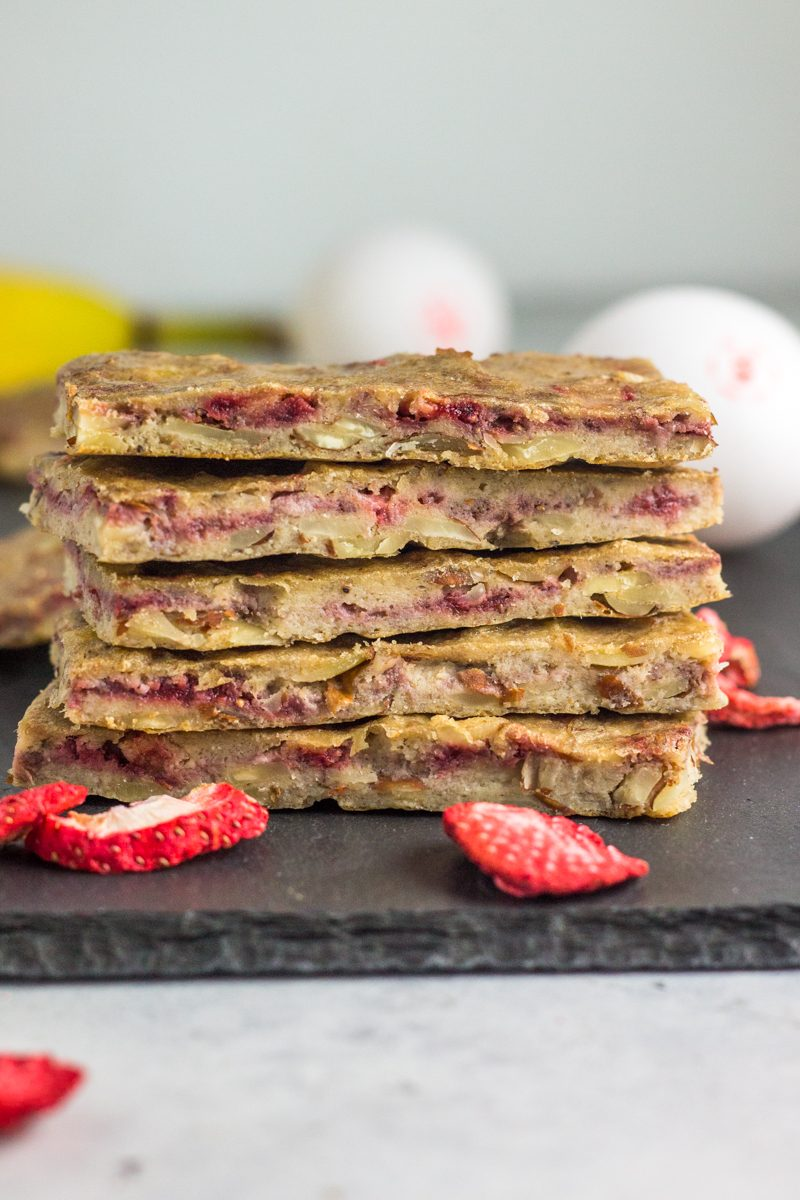 Paleo strawberry banana cereal bars